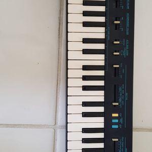 Vintage PortaSound PS-200 Yamaha Keyboard for Sale in Boynton Beach, FL