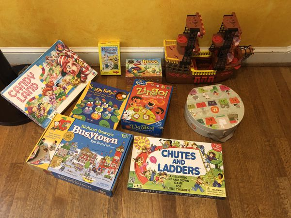 Set of toys/puzzle/games