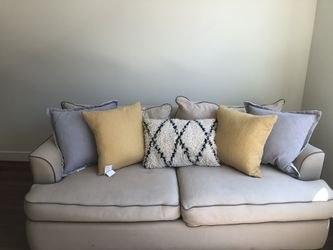 Cream Couch for Sale in Cleveland,  OH