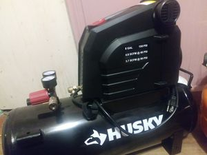 8Gal husky compressor for Sale in Detroit, MI