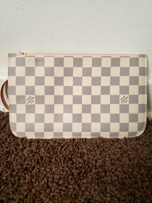 Louis Vuitton Neverfull Pouch for Sale in Forest Heights, MD