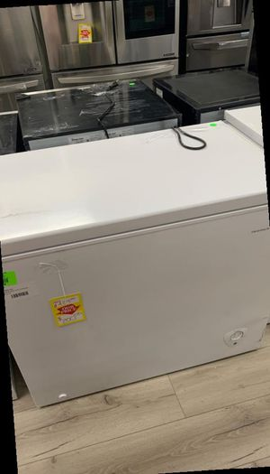 FRIGIDAIRE FFC07M2UW CHEST FREEZER IUY for Sale in Paramount, CA