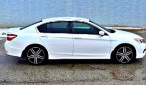 White'15 Honda Accord 🚭 for Sale in Seattle, WA