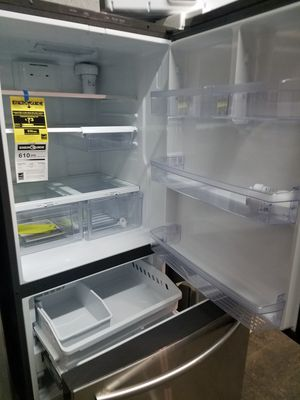 Brand new top and Battom refrigerator excellent condition for Sale in Baltimore, MD