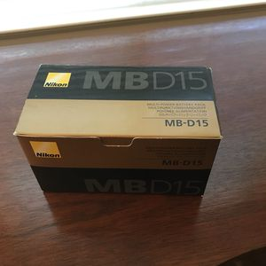 Nikon battery grip MB-D15 fits D7100 & D7200 for Sale in Sacramento, CA