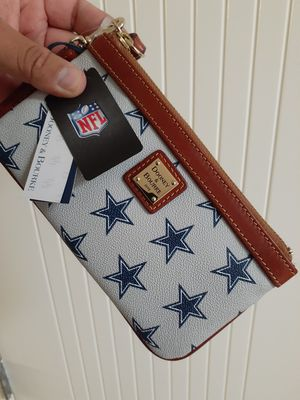 Dooney & Bourke Dallas Cowboys NFL Wristlet for Sale in Chula Vista, CA