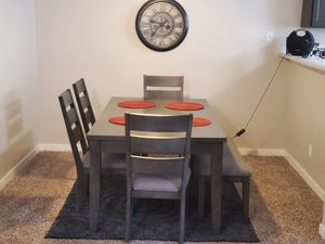 Dining Rm table and chairs- 6 moths old$425, table has drawers!! for Sale in Lynnwood, WA