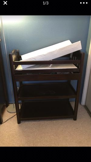 Crib and changing table set for Sale in Palmdale, CA