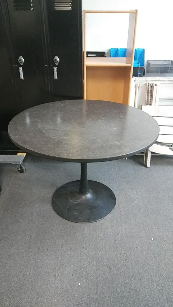 Round restaurant quality table