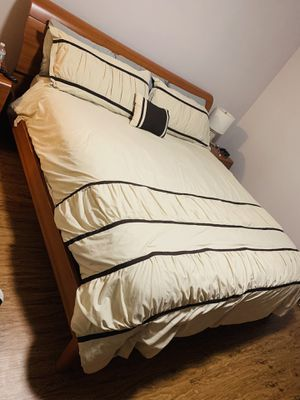 REAL WOOD King Bedroom Almost New for Sale in Skokie, IL