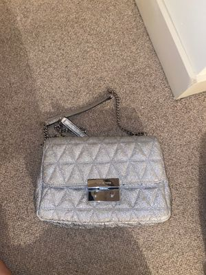 Michael Kors Bag 💼 Silver for Sale in Bellevue, WA