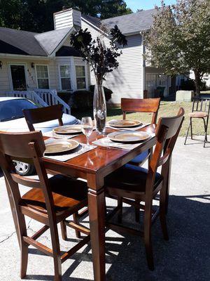 Kitchen/ Dining Room Table Set Reddish Walnut Finish for Sale in Norcross, GA