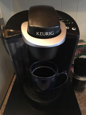 KEURIG K55 SINGLE SERVE PROGRAMMABLE K-CUP POD COFFEE MAKER, BLACK with K-cup holder! (Basically new) for Sale in Philadelphia, PA