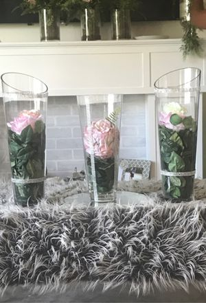 Three clear vases with leaves and flower for Sale in Kissimmee, FL