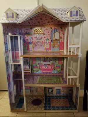 VERY BiG 4 foot tall doll house for Sale in Palmdale, CA