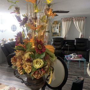 Flower Decor for Sale in Shelbyville, TN
