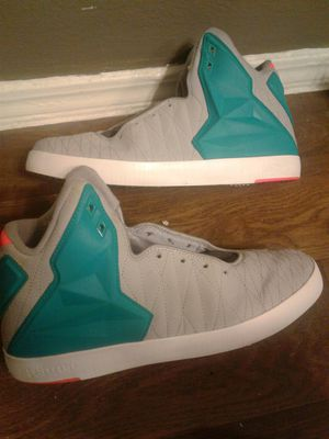 NIKE LEBRON SIZE 9 for Sale in Fort Worth, TX