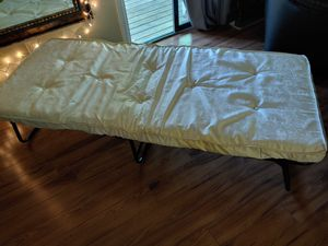 Rollaway twin bed. Great condition! P/U North Raleigh for Sale in Raleigh, NC