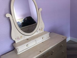 Pick it up: Dresser, bed frame and night stand for Sale in Doral, FL