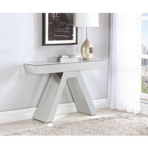 ELEGANT AND MODERN MIRROR CONSOLE TABLE for Sale in Hialeah, FL