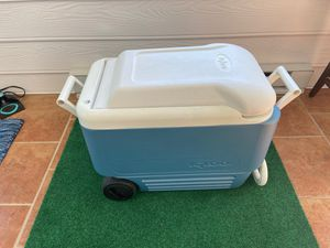 Large wheeled IGLOO Cooler for Sale in Leesburg, VA