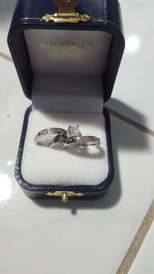 WAS $7,200! SALE $1,250!! NEW SINGLE. 70 CARAT DIAMOND ENGAGEMENT RING AND 2 DIAMOND WEDDING BANDS WITH CERTIFIED APPRAISAL (SEE PIC # 2 FOR SPECS) for Sale in Providence, RI