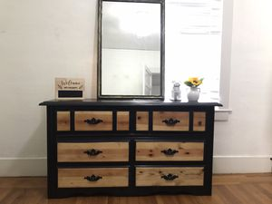 6 drawer dresser with mirror for Sale in Sacramento, CA