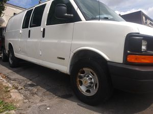 2004 chevy express cargo extened for Sale in Hackensack, NJ