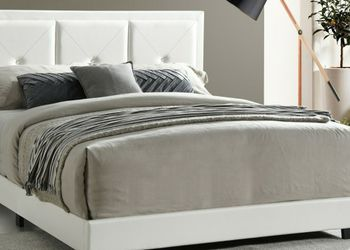 Black And White Bedroom set Brand New Queen for Sale in Miami,  FL