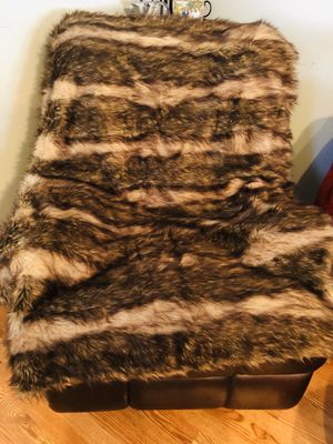 Beautiful faux fur throw for Sale in Northlake, IL