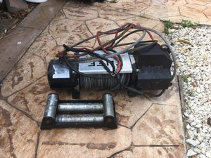 2500lb electric winch with wireless took off from 2019 Jeep wrangler for Sale in Plantation, FL