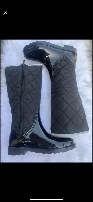 Rain boots women sizes 5,6,7,8,9,10 for Sale in Bell, CA