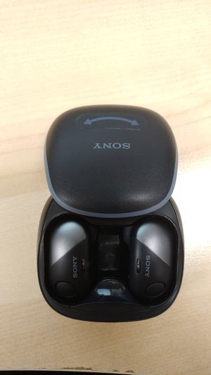 Sony wf-sp700n wireless noise cancelling earbuds for Sale in Los Angeles, CA