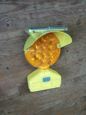 Solar powered caution light for Sale in Bedford, VA