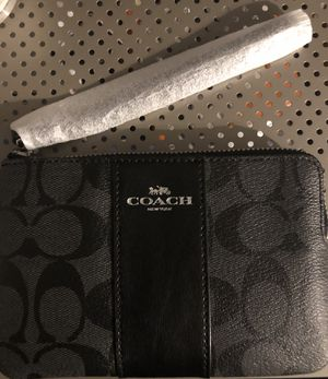 Coach wristlet (authentic) for Sale in Chester, VA