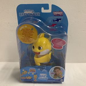 *BABY SHARK* Fingerling Light Up Mood Fin Sings Pinkfong Song Authentic WowWee for Sale in Hialeah, FL
