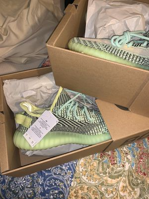 yeezy v2 glow deadstock size 8-8.5 for Sale in Pittsburg, CA