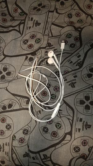 Two wired earbuds for apple for Sale in South Dos Palos, CA
