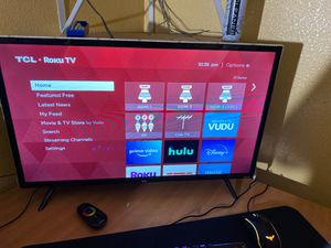 Tuck Roku tv 32 inch 780p roku tv with roku remote and led lights for Sale in Hayward, CA