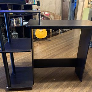 FREE! Small Desk Perfect For A Small Room Or Workspace! for Sale in South Pasadena, CA