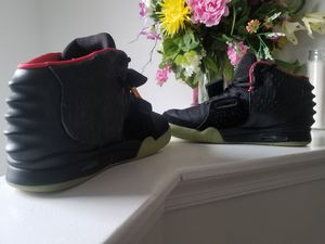 Yeezy Solar Red sz 10 for Sale in Forest Heights, MD