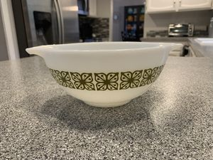Pyrex bowl for Sale in Gig Harbor, WA
