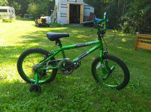 green and black bike for Sale in Bucksport, ME