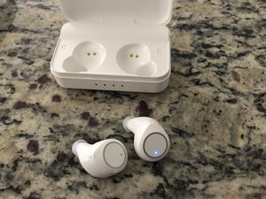 Bluetooth wireless headphones for Sale in Gibsonton, FL