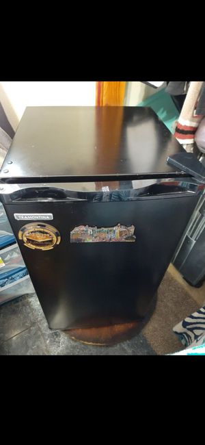Tramontina 3.2 cube frig with freezer for Sale in Waipahu, HI