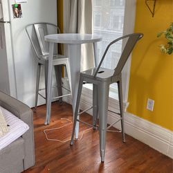 Bar height metal table set **pending** for Sale in Tacoma,  WA