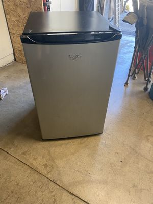 Mini Refrigerator for Sale in Claremont, CA