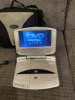 """Durabrand DUR-7 Portable DVD Player (7"""") W Power Cords, car cord and case for Sale in San Antonio,  TX"""