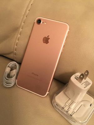 Iphone 7, 32GB - excellent condition, factory unlocked, includes new box & accessories for Sale in Springfield, VA