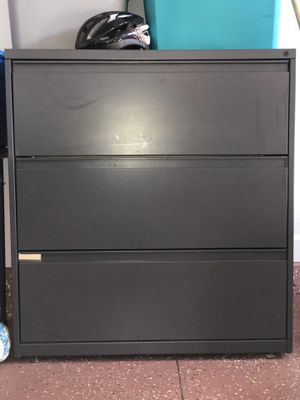 3 shelf metal cabinet for Sale in Tipp City, OH